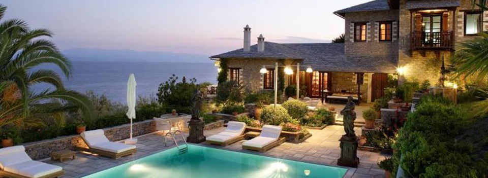 Seaside villas of your dreams in the most picturesque places in Greece